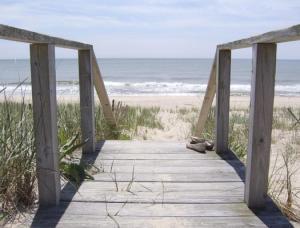 main_beach-525x400