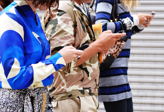 6357111989980858761271367743_tommy ton street style phones